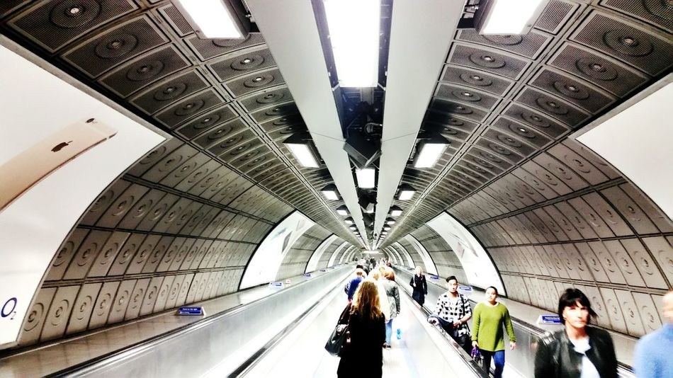 Never ending... 0-0 Samsung Galaxy S5 Walking October2015 London Explor Discover Pursue Life Is Adventure Discovering Tunnel People Passing By Never Ending Inception