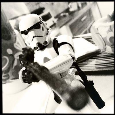 Tem um Stormtrooper na minha cozinha. Toy Toyphotography Toys Actionfigure collection toystagram hipstamatic