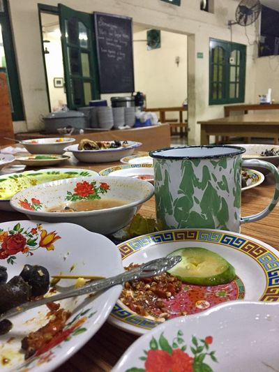 The party is over 😂😂😂 Foodporn Emptyplates Traditional Betawi Restaurant Warung Makdower Rumahmakan Piringkaleng Betawipunyegaye