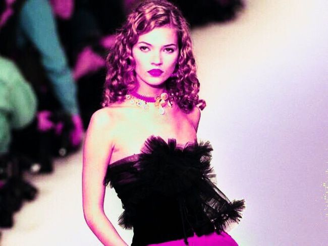 Love Katemoss 💥💁 One Person Young Adult Looking At Camera Waist Up Beautiful Woman Young Women Portrait Indoors  Real People Medium-length Hair Fashion Model One Young Woman Only People Day Adults Only Adult