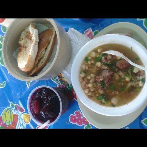 Mi suculento desayuno!! Gallinapinta Panconmantequilla y Aguadejamaica
