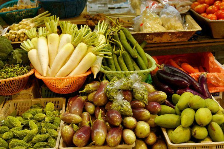 Food - Fresh fruit and vegetables at food market Fresh Produce Meal Vegetable Market Vegetables & Fruits Vegetarian Food Food Food Market Fresh Vegetables Fruit Fruits Vegetable Vegetables Vegetation