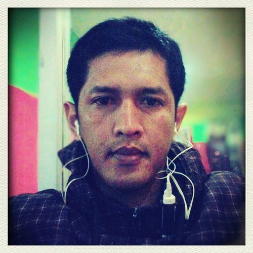 listening techno music