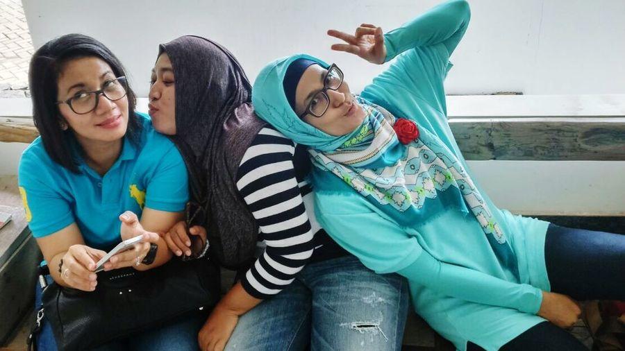😂😂😂 Friendship Happymommies Labschool Unesa