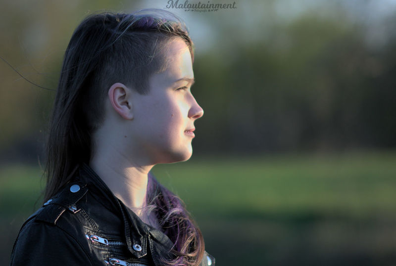 One Person Headshot Focus On Foreground People Long Hair Only Women Profile View One Woman Only Portrait Porträt One Young Woman Only Human Body Part Adults Only Young Adult Outdoors Side View Sidecut