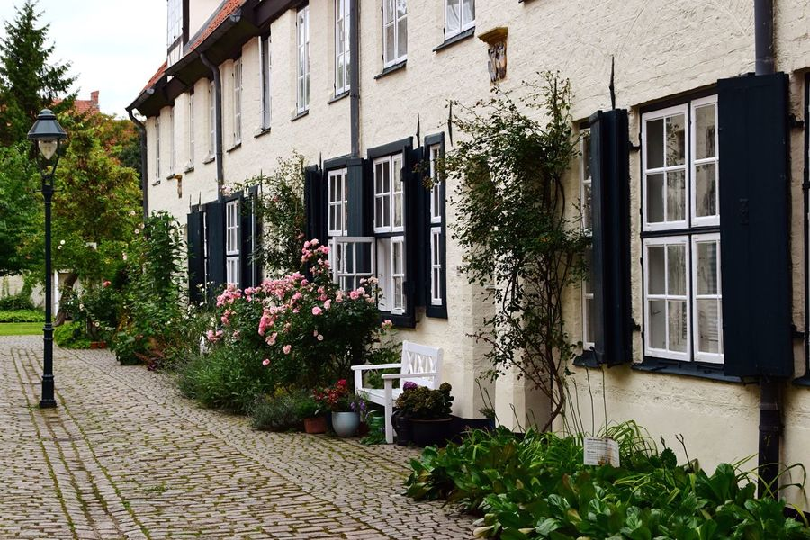Taking Photos Idyllic Idyllic Scenery Bench Old Buildings Old Town Street Photography Streetphotography Architecture Windows_aroundtheworld Windows From My Point Of View Houses And Windows Building Exterior Historical Tranquil Scene Tranquility Street Light Lübeck Lane Inner Courtyard Courtyard  Entrance Eye4photography  Adapted To The City