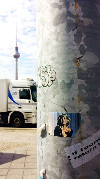 (Archive photo from last year, mai. 2014) Berlin Berlin!!! I always come back to you with a big smile!!!! ???..... Your Fucking Berlin ;)) Discover Your City Berlin Fersehturm Depth Of Field Notes From Berlin Keep On Truckin' Street Art Sticker Keep On Smiling