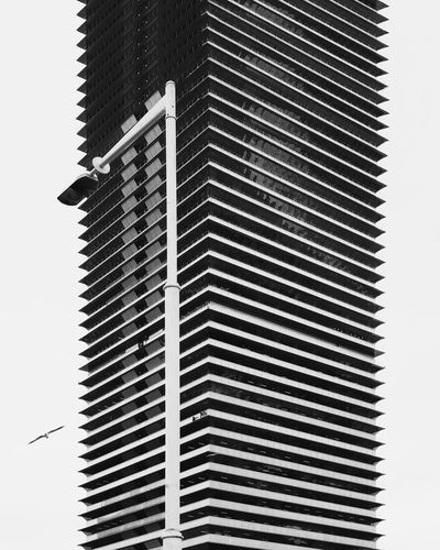 ⬜💡⬛︱monoarchi︱I'm not that into BWphotography, so let me know what you think 🙋 EyeEm Best Shots First Eyeem Photo EyeEmNewHere Architecture Architecture_collection Looking Up Barcelona Samsungphotography VSCO Minimalism Minimal Minimalist Architecture Façade Blackandwhite Bw Bnw Black And White Black & White Blackandwhite Photography Windows Black And White Photography