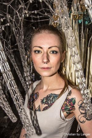 Unterwegs mit Modell: Erste Sahne auf der Olympus Photography Playground Tattoos Model Color Portrait