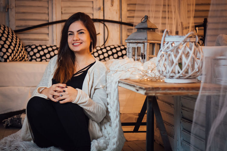 Smiling One Person Portrait Young Adult Looking At Camera Adult Beautiful Woman Women Happiness Sitting Long Hair Beauty Young Women Chair Emotion Lifestyles Hairstyle Seat Indoors  Hair