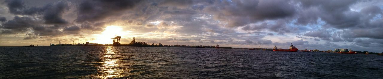 A Panoramic Photography out at sea of the Sunset. Enjoying The Sights Sunset_collection Rocking Back And Forth Seascape LG G3 Clouds And Sky