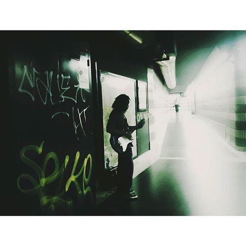 Busker... Metro Igersrome UrbanART Urbanshots Streetphotography Streetlife Musician MusicIsLife Jj_musicislife IGDaily