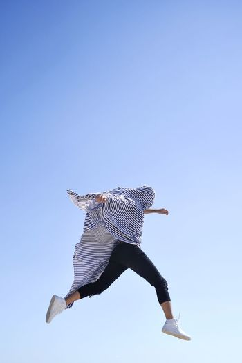 Let it go Minimal Minimalism Air Movement Jumping Jump EyeEm Gallery EyeEm Selects EyeEmBestPics Eye4photography  EyeEm Best Shots One Person Full Length Clear Sky Blue Copy Space Nature #FREIHEITBERLIN Sky Jumping Mid-air Low Angle View Motion The Creative - 2018 EyeEm Awards