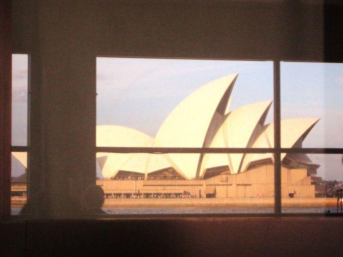 窓越しのオペラハウス 世界遺産 オペラハウス オーストラリア Sky Transportation Architecture Window No People Nature Mode Of Transportation