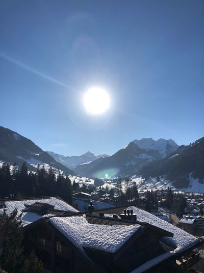 Blue skies ... Beauty Van Gogh Sun Sun Glow Glow I❤️Gstaad Bolonie Style Bolonie Art Bolonie Mountain Building Exterior Architecture Sun Built Structure Sunbeam Lens Flare Sunlight Mountain Range Day House Beauty In Nature No People Winter Nature Sky Cold Temperature Roof Scenics Outdoors EyeEmNewHere Shades Of Winter