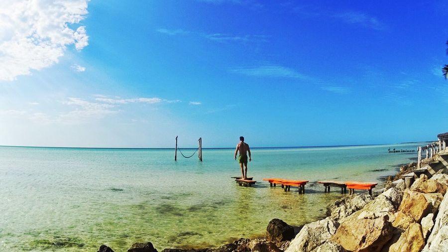 Maravilloso es Caminar por la Playa y sentir la Brisa Del Mar en mi Piel . It's Wonderful To Walk In the Beach under the ThatsMe Beachphotography Lifestyles Place