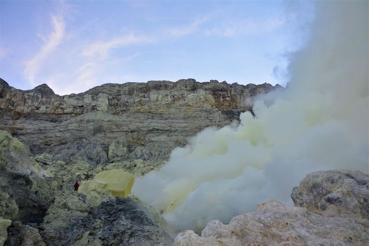 A man ascending the Ijen Crater amidst the sulphur and toxic vapor. Ijen Crater Kawah Ijen Kawah Ijen Volcano Ijen Crater Landscape Ijen Sulphur Rock - Object Yellow Of Sulphu Fumes Sulphur Mining Physical Geography Beauty In Nature Geology Rock Non-urban Scene Volcano Rock Formation Volcanic Crater Outdoors Hike Hiking Hikingadventures No People Solid Smoke - Physical Structure Scenics - Nature Mountain Nature The Photojournalist - 2019 EyeEm Awards