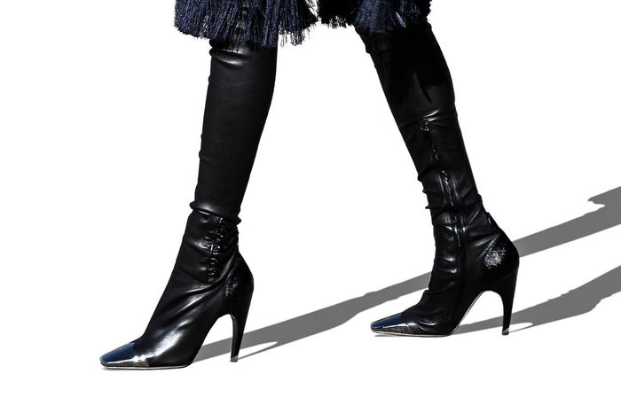 Over-the-Knee Leather Boots 💣 Boots Photoshoot TRENDING  Fashion Fashion Model Fashionluxury Fashionphotography Fashionstyle Glamour High Heels Highboots Human Leg Leatherboots Low Section Luxury Luxuryfashion Luxurylife Luxurylove Overthekneeboots Pfw Shoes Style Stylefashion Thighhighboots Trend
