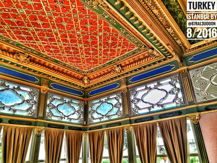 Istanbulove Istanbullife B7RAL3UOOON اسطنبول No People Day تركيا_عشق_لا_ينتهي Flying Cold Temperature Low Angle View Architecture And Art Ceiling Indoors  Architecture تركيا Sultanahmet