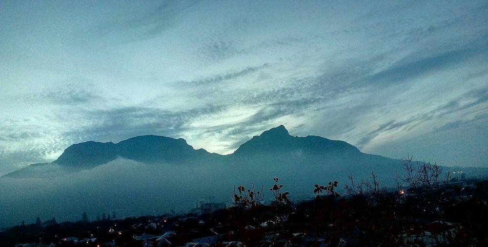 Gloomy Skies Table Mountain Clouds Beautiful View Mountain Sky Mountain Range Landscape Cloud - Sky Foggy Cold