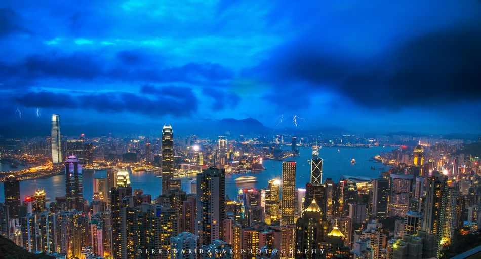 Hong Kong skyline!! HongKong Hongkongskyline Streetphotography Building Architecture Lights Bluehour Hongkongcity Ilovehongkong Street Photography Neighborhood Map