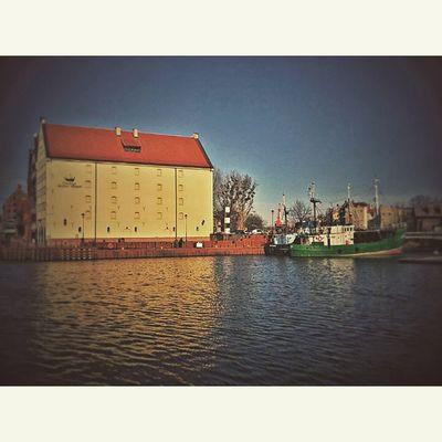 Gdańsk, Polska Fotomagik Fotoremik Gdansk Igersgdansk Ilovegdn Ilovetrojmiasto My3miasto Mycity Tricity Trojmiasto 3city 3miasto Zkmgdansk Gdansk_official Tramwaj Tram