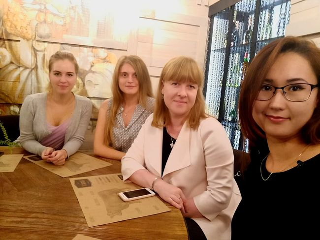 Teamwork Young Women Blond Hair Working Coworker Togetherness Sitting Colleague Business Business Finance And Industry