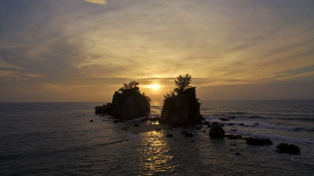 Lost In The Landscape Island Terengganu Landscape Scenics Beach Wave Seaside Tranquillity Beauty In Nature Nature Malaysia Malaysia Truly Asia Travel Sea Life Above Aerial Sky White Waves Aerial View Sea Water ASIA Tree Sunrise Perspectives On Nature