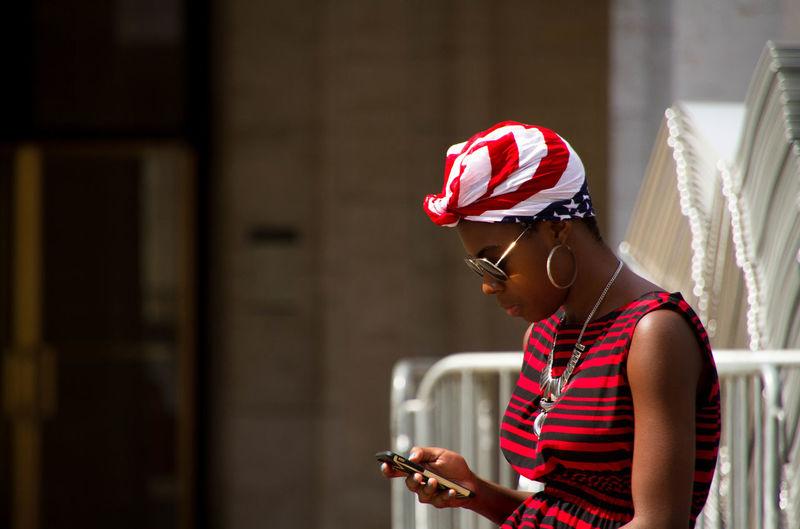 Streetphotography Street Photography Street Life Afro American Style Afroamerican Girl Sunglasses Smart Phone Girl Profile Fashion Street Fashion USA USA Flag, Flag On The Head