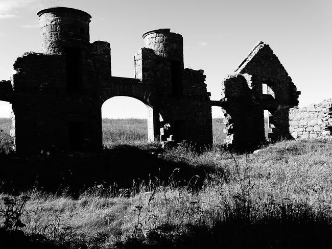 Slains Castle Cruden Bay Lost Place Scotland Slains Castle Abandoned Ancient Architecture Blackandwhite Building Exterior Built Structure Dracula's Castle Forgotten Places  History Mystery No People No People Old Ruin The Past EyeEmNewHere Black And White Friday