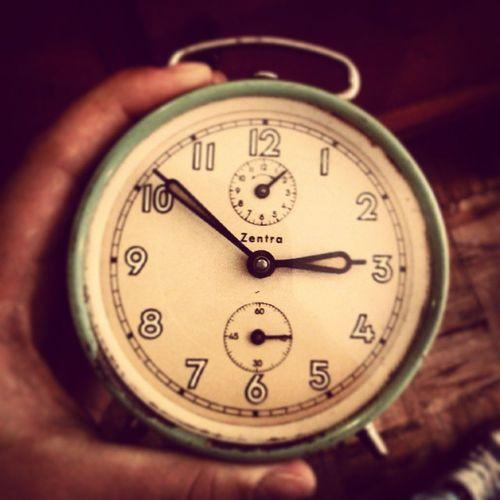 Time Today Beautiful Old Alarm Clock Weekend Nowy Nabytek Do Pokoju Happy
