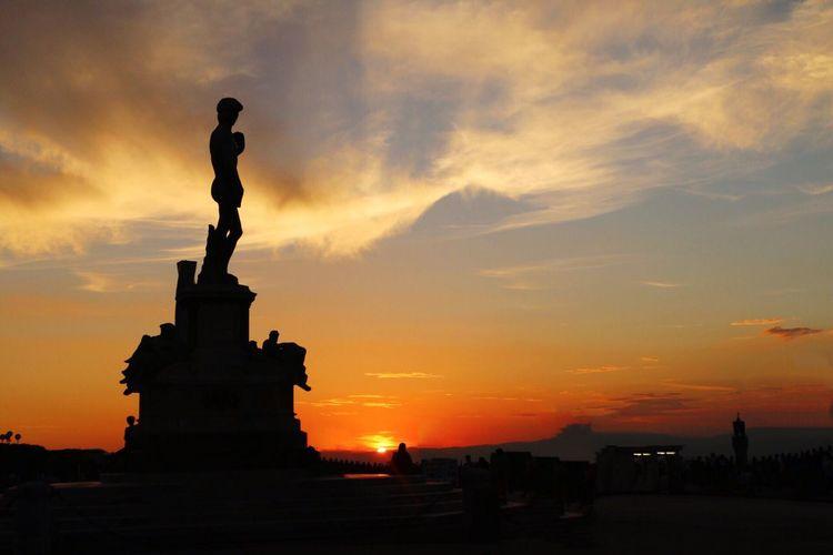 David enjoying the sunset over Florence! Sunset Silhouette Florence Italy Michaelangelo Davidmichelangelo Statue