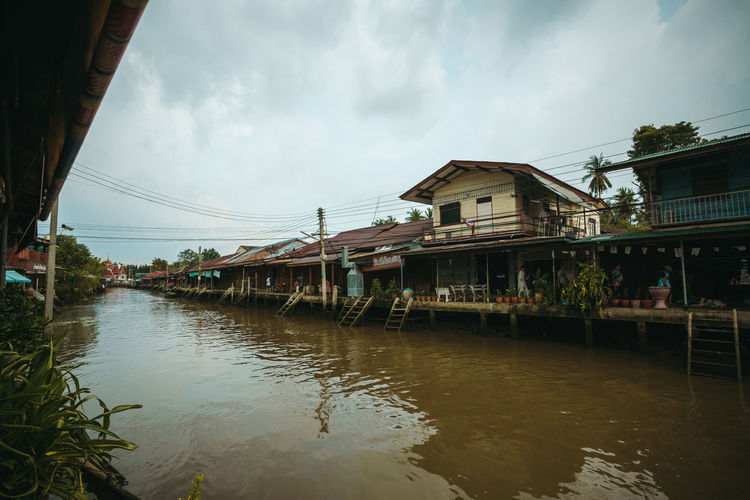 บ้านริมน้ำอัมพวา Amphawa Amphawa Thailand Thai House Thailand House Outdoors Thailandtravel Traditional Water Waterfront Waterfront Houses Wooden House