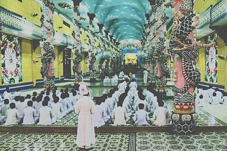cúng thời tại Cao Dai temple