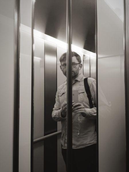 Wenn der Fahrstuhl den Kopf spaltet, dann wirkt das jetzt nur so halbgünstig.