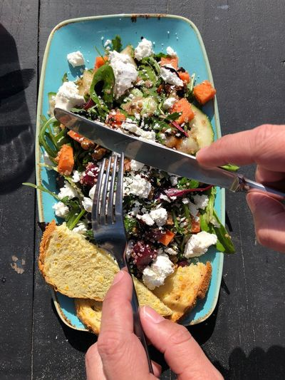 Fingerfood Salad Human Hand Human Body Part Hand Food One Person Food And Drink Real People Unrecognizable Person Ready-to-eat Personal Perspective Human Finger Healthy Eating Lifestyles Holding Freshness Body Part Finger Leisure Activity High Angle View