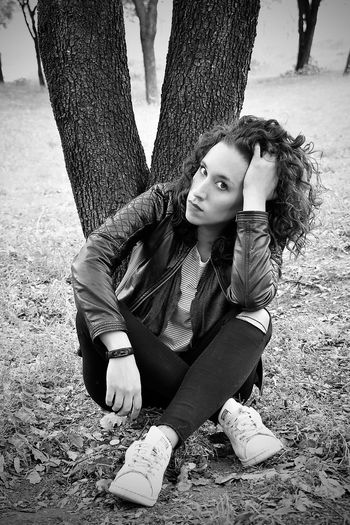 The Thinker... Autopotrait Blackandwhiteportrait Casual Clothing Newproject One Person Photoportrait Real People Whatdoyousee Whatsinside Young Adult Black And White Friday