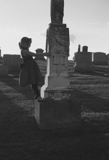 Taking Photos Chilling Gravestone Graveyard Graveyard Beauty Macabre Kids