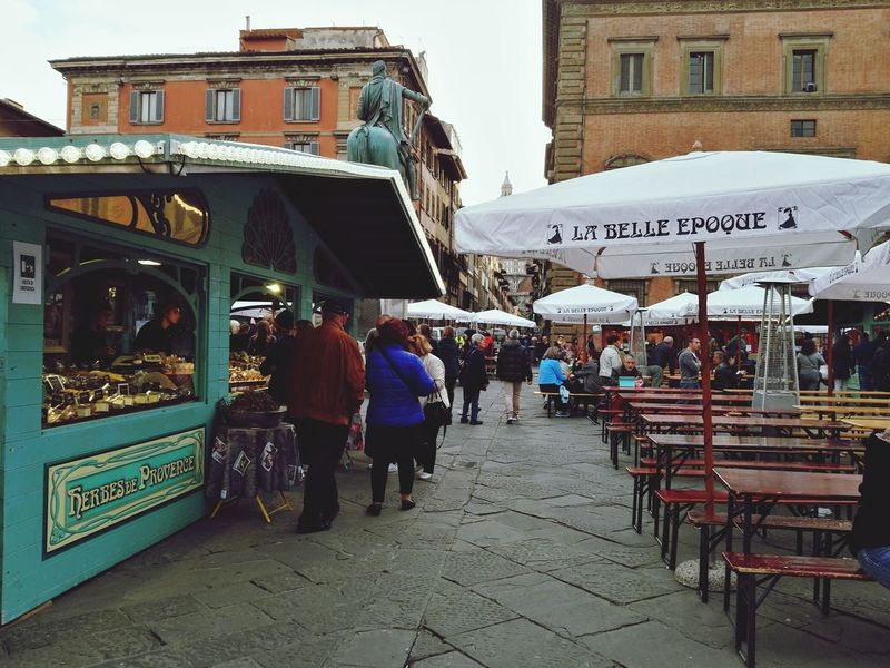 Florence 🌥️ Cloudy Day Florence Italy French Market Place City IloveIT ♡ Italy🇮🇹 Fall🍁 Champagne Lover Drink Sky Streetphotography