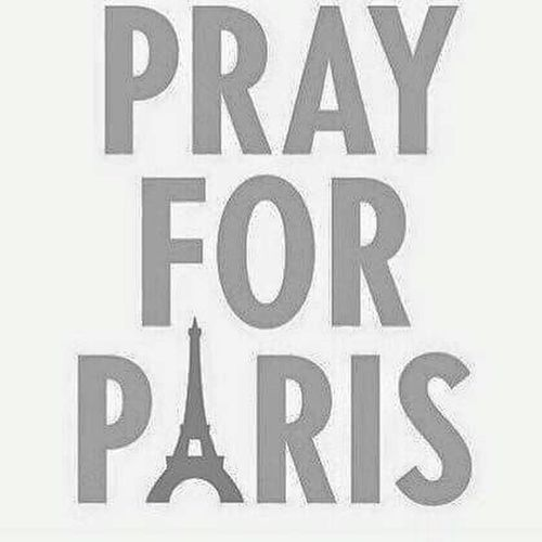 Pray For Paris, France  Por UnMundoMejor Sad France 🇫🇷❤ Remember France 🇫🇷💙