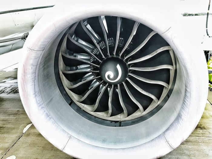 Aircraft Turbine Dreamliner Engine Powerful Samsungphotography Airportphotography Equipment Comercial Airline Structures Taking Photos Maintence Modern