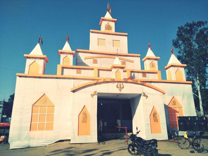 #durgapuja #pandal #mandap Mandap Pandal DurgaPujaDiaries Durgapuja EyeEm Selects Politics And Government Representing Façade Religion Sky Architecture Building Exterior
