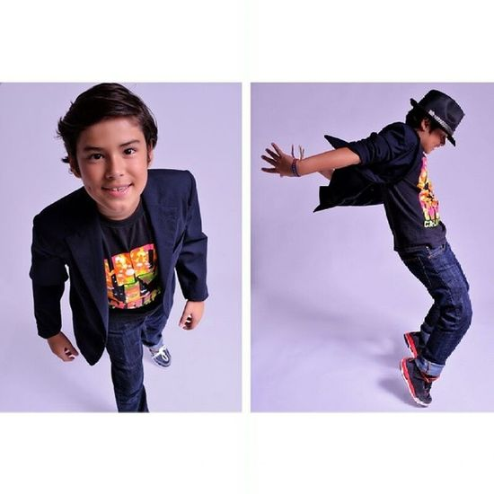 mini sesiones for Kids and Babys en @mono_estudio Picoftheday Photooftheday studio photography michaeljackson moves jaja Arielito ♥