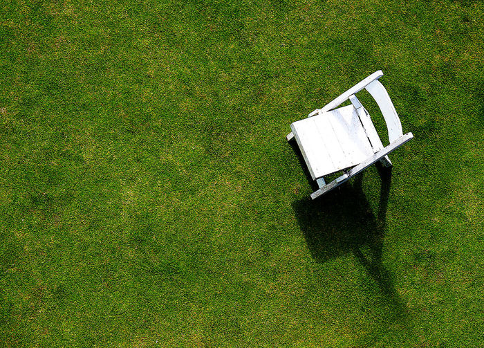 #alone#photo#relaxing#nature#photography#resort#cute#good #Chair #grass #greengrass #minimalism #minimalist #outdoors #sunshine #whitechair
