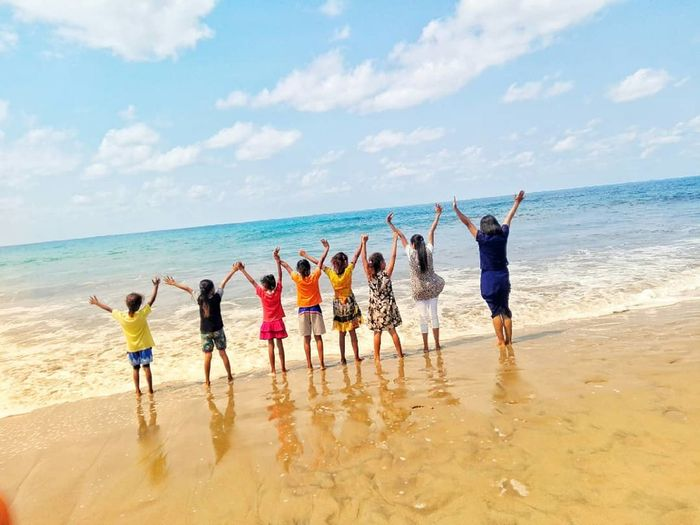 Competition Teamwork Sea Young Women Full Length Togetherness Sport Men Beach Standing