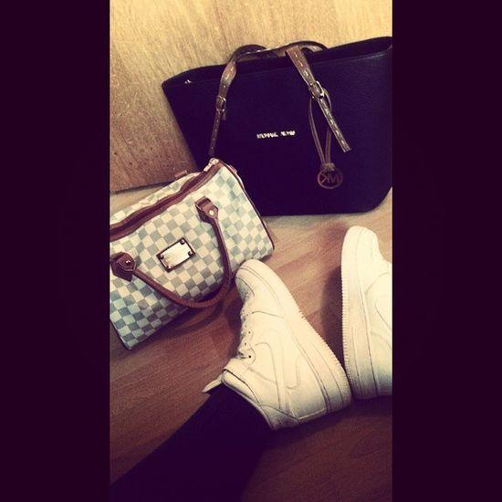 Instagram Louis Vuitton LV MichaelKorsMKTascheHandtascheyeahNikeAirForcebabystagsforlikesTfLlike4LikeL4LblablaunnötigeHashtagslovethislife♡