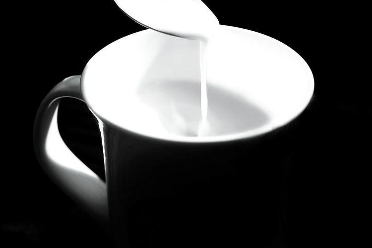 Coffee Cup Drink Simplicity Black Background No People Black And White Minimalism Comfortdrink Close-up Milk Milkcoffee Rest & Relax Resting Time Whitecoffee Blackandwhitephotography EyeEm Best Shots EyeEm Gallery EyeEmBestPics