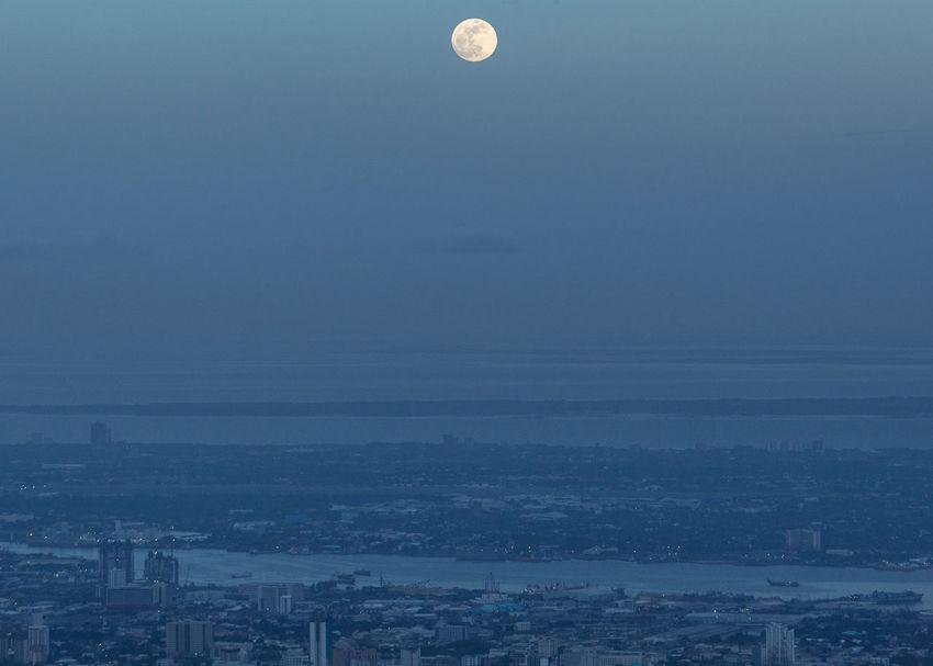 Moonrise over Cebu TheGreatOutdoors Cebukeepsmegoing Cebu City Cityscape Moon Astronomy Skyscraper Sky Architecture Full Moon Moonlight