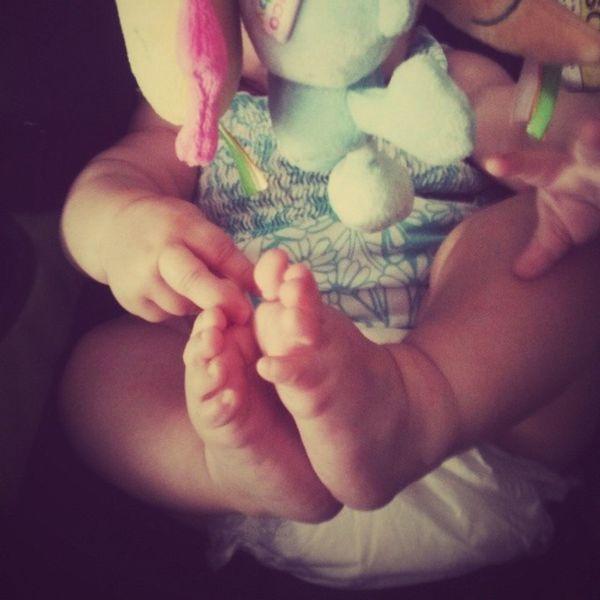 Baby Bebe Feet Pes Playing Brincar