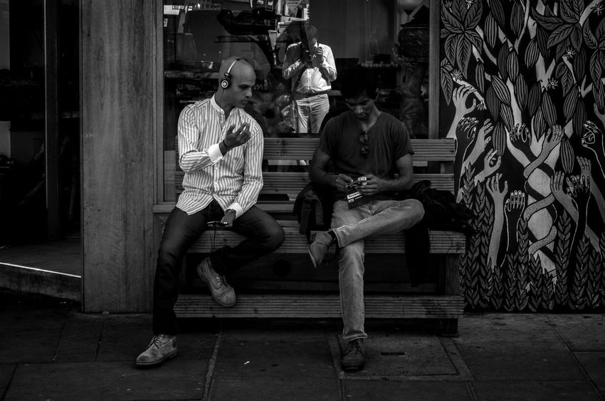 Black And White Blackandwhite Blackandwhite Photography Candid Casual Clothing Full Length Leica Leicacamera Leicaxvario Lifestyles London Maxgor Maxgor.com Men Mono Monochrome Rawstreets Real People Sitting Street Fashion Street Photography Streetphoto_bw Streetphotography Togetherness